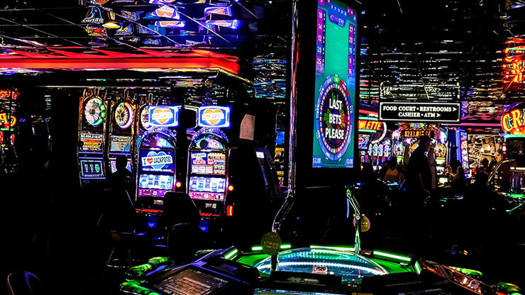 What Everybody Dislikes About Online Casino And Why